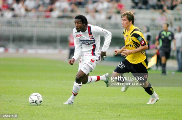 Lyon's Kader Keita fights for the ball with Sochaux's Valter Birsa during the 'Champion's trophy' football match Lyon vs Sochaux 28 July 2007 at...