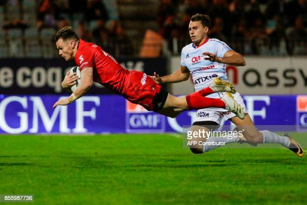 Lyon's New Zealander winger Toby Arnold scores a try during the French Top 14 rugby union match between Racing Metro 92 and Lyon Olympique...