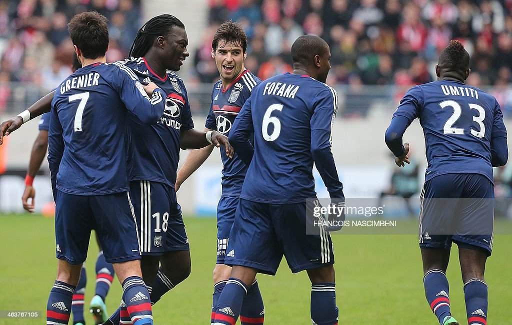 Lyon's players celebrate after French midfielder Gueida Fofana scored a goal during a French L1 Football match between Reims and Lyon on January 19, 2014 at the Auguste Delaune Stadium in Reims.