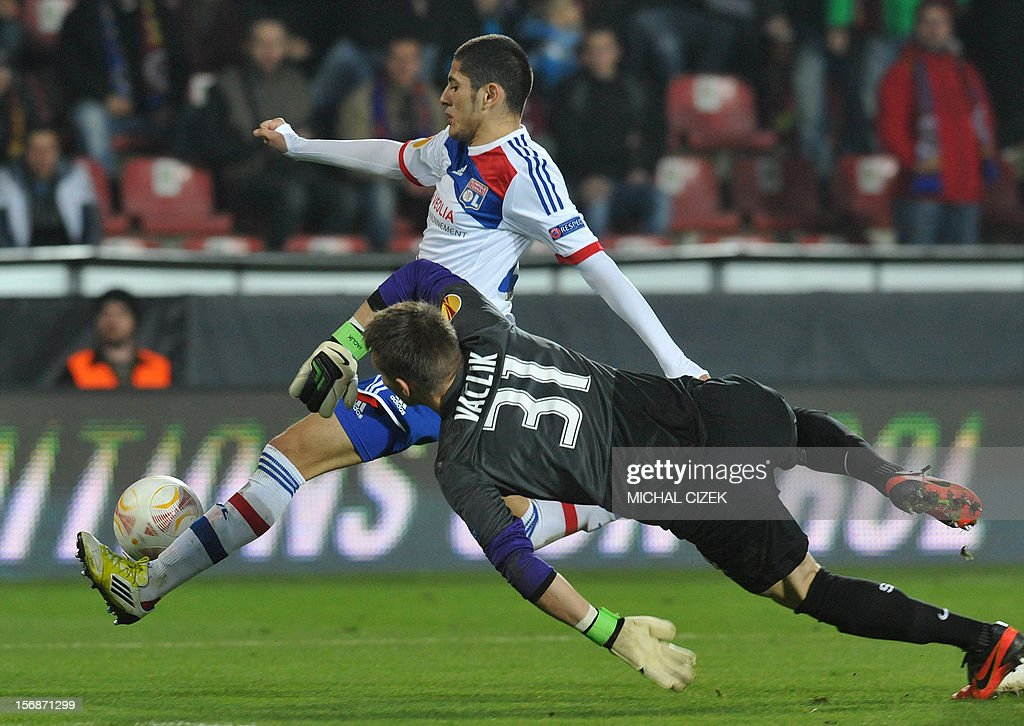 Lyon's striker Yassine Benzia (C) scores past Sparta Praha's goalkeeper Tomas Vaclik during the UEFA Europa League Group I football match Sparta Praha vs Lyon in Prague, Czech Republic on November 22, 2012.