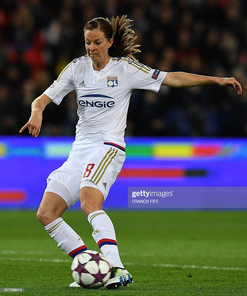 Lyon's Swedish forward Lotta Schelin controls the ball just before scoring a goal during the UEFA Women's Champions League semi-final second leg football match between Paris Saint-Germain (PSG) and Lyon at the Parc des Princes stadium in Paris on May 2, 2016. / AFP / FRANCK