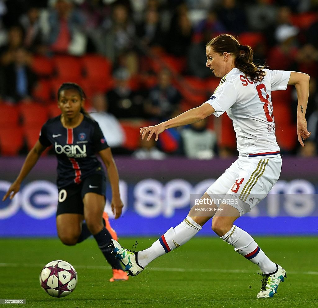 Lyon's Swedish forward Lotta Schelin (R) kicks the ball during the UEFA Women's Champions League semi-final second leg football match between Paris Saint-Germain (PSG) and Lyon at the Parc des Princes stadium in Paris on May 2, 2016. / AFP / FRANCK