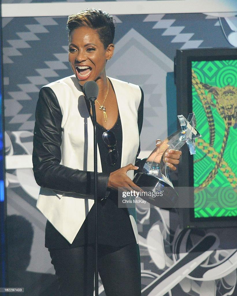 MC Lyte accepts the I Am Hip Hop Award during the BET Hip Hop Awards 2013 at the Boisfeuillet Jones Atlanta Civic Center on September 28, 2013 in Atlanta, Georgia.