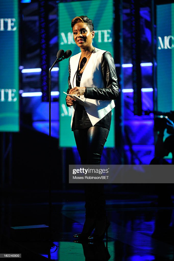 <a gi-track='captionPersonalityLinkClicked' href=/galleries/search?phrase=MC+Lyte&family=editorial&specificpeople=226807 ng-click='$event.stopPropagation()'>MC Lyte</a> accepts the I Am Hip Hop award onstage at the BET Hip Hop Awards 2013 at Boisfeuillet Jones Atlanta Civic Center on September 28, 2013 in Atlanta, Georgia.