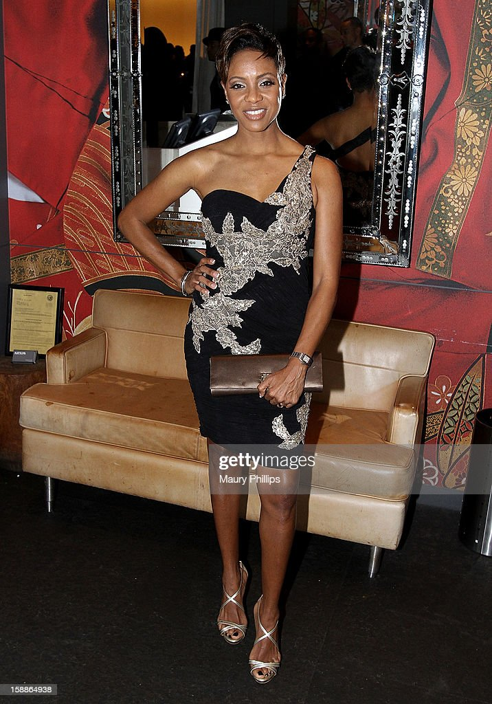 MC Lyte attends a private dinner for Kevin Hart on December 31, 2012 in Los Angeles, California.