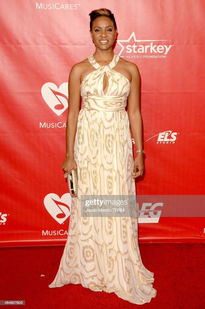 <a gi-track='captionPersonalityLinkClicked' href=/galleries/search?phrase=MC+Lyte&family=editorial&specificpeople=226807 ng-click='$event.stopPropagation()'>MC Lyte</a> attends The 2014 MusiCares Person Of The Year Gala Honoring Carole King at Los Angeles Convention Center on January 24, 2014 in Los Angeles, California.