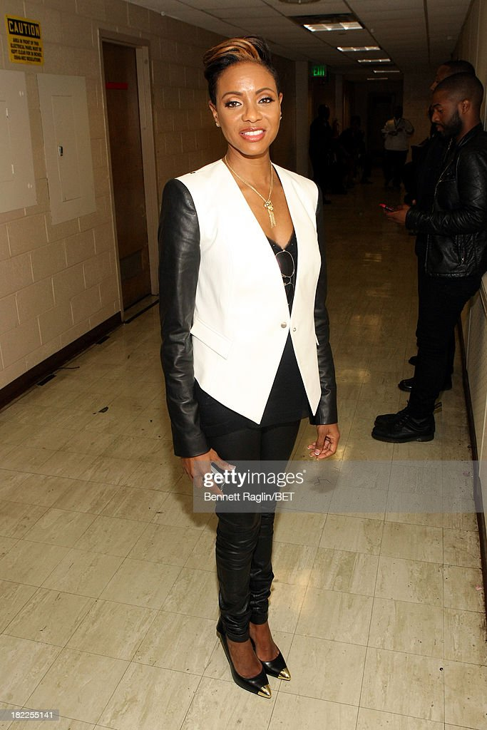 <a gi-track='captionPersonalityLinkClicked' href=/galleries/search?phrase=MC+Lyte&family=editorial&specificpeople=226807 ng-click='$event.stopPropagation()'>MC Lyte</a> poses backstage at the BET Hip Hop Awards 2013 at Boisfeuillet Jones Atlanta Civic Center on September 28, 2013 in Atlanta, Georgia.
