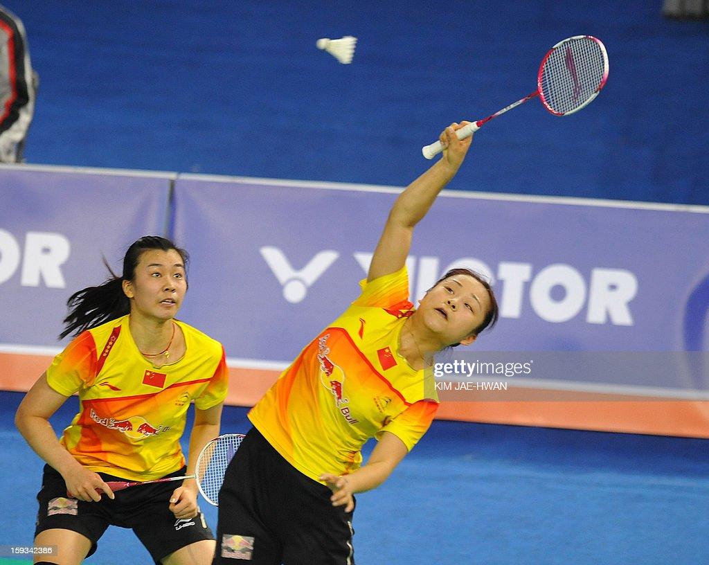 Ma Jin (R) and Tang Jinhua of China play a shot during their women's doubles badminton match against Chirstinna Pedersen and Kamilla Rytter Juhi of Denmark during the semi-finals of the Korea Open at Seoul on January 12, 2013. Ma Jin and Tang Jinhua won the match 21-19, 19-21, 21-11.
