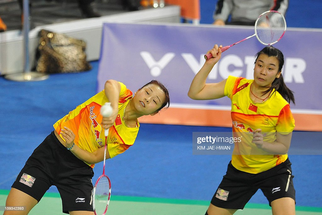 Ma Jin (L) and Tang Jinhua of China play a shot during their women's doubles badminton match against Chirstinna Pedersen and Kamilla Rytter Juhi of Denmark during the semi-finals of the Korea Open at Seoul on January 12, 2013. Ma Jin and Tang Jinhua won the match 21-19, 19-21, 21-11. AFP PHOTO / KIM JAE-HWAN