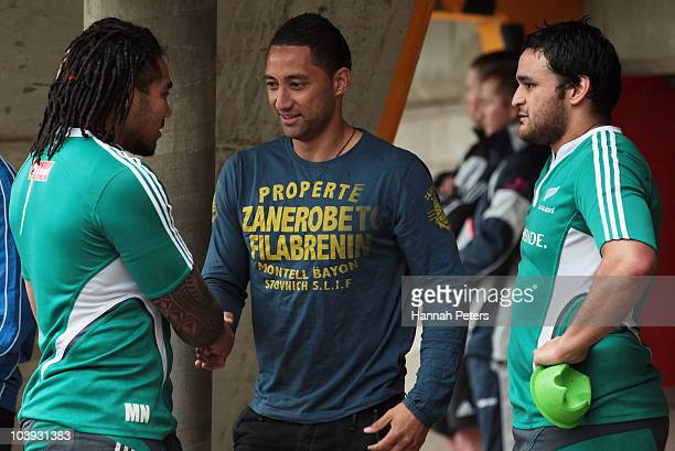 Ma'a Nonu and Piri Weepu meet New Zealand rugby league player Benji Marshall after a New Zealand All Blacks training session at Leichhardt Oval on...
