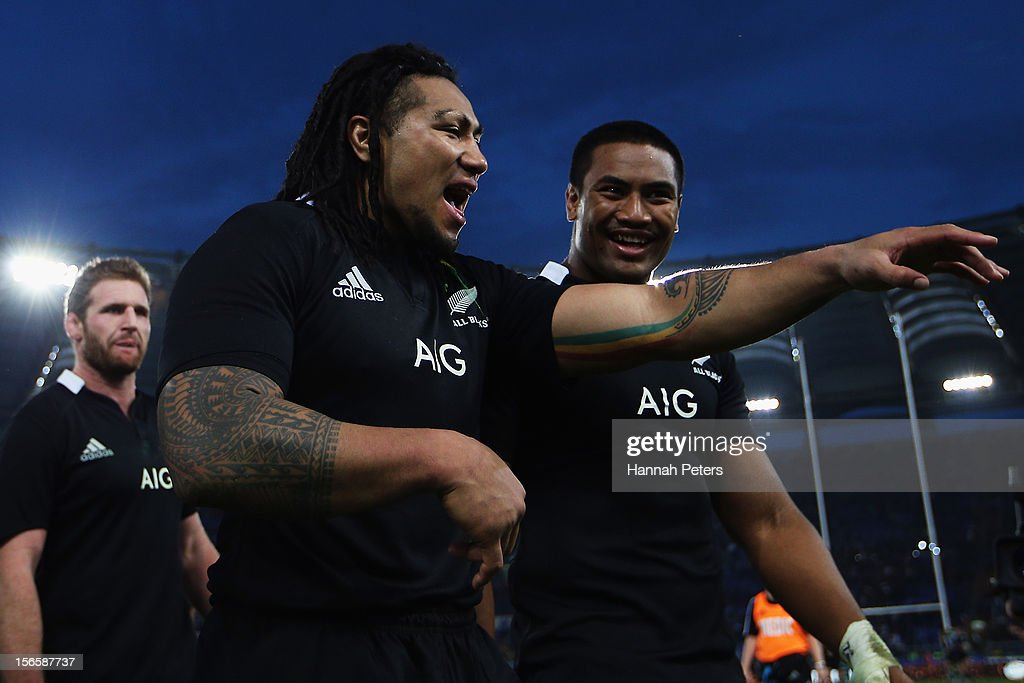 <a gi-track='captionPersonalityLinkClicked' href=/galleries/search?phrase=Ma%27a+Nonu&family=editorial&specificpeople=224641 ng-click='$event.stopPropagation()'>Ma'a Nonu</a> celebrates with <a gi-track='captionPersonalityLinkClicked' href=/galleries/search?phrase=Julian+Savea&family=editorial&specificpeople=5780264 ng-click='$event.stopPropagation()'>Julian Savea</a> of the All Blacks after the international rugby match between Italy and New Zealand at Stadio Olimpico on November 17, 2012 in Rome, Italy.