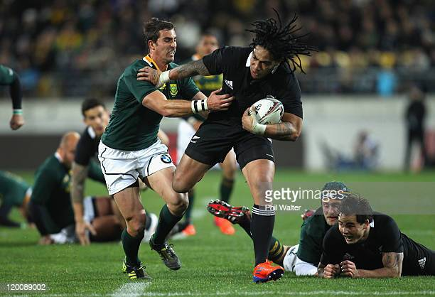 Ma'a Nonu of the All Blacks fends off Ruan Pienaar of the Springboks during the TriNations match between the New Zealand All Blacks and the South...