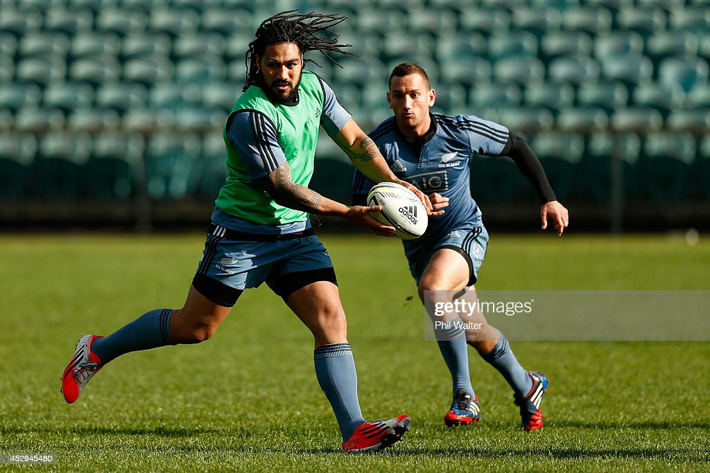 Ma'a Nonu of the All Blacks looks to pass with support from Aaron Cruden during a New Zealand All Blacks training session at North Harbour Stadium on July 31, 2014 in Auckland, New Zealand.