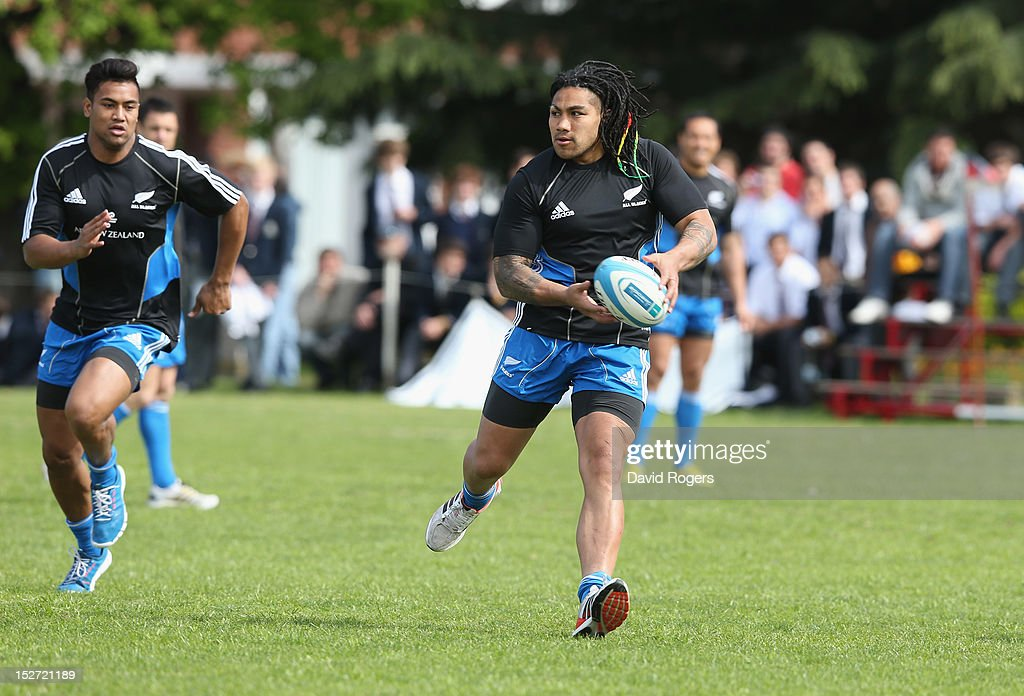 <a gi-track='captionPersonalityLinkClicked' href=/galleries/search?phrase=Ma%27a+Nonu&family=editorial&specificpeople=224641 ng-click='$event.stopPropagation()'>Ma'a Nonu</a> runs with the ball during a New Zealand All Blacks training session held at Saint George's College on September 24, 2012 in Buenos Aires, Argentina.