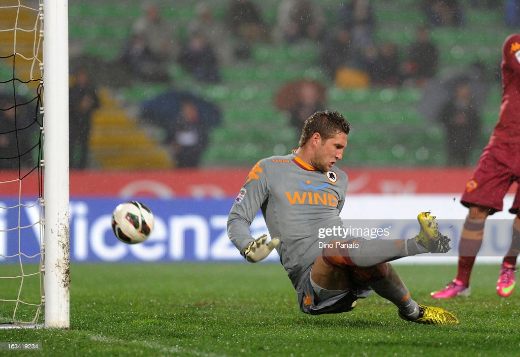 Maarten Stekelemburg goalkeeper of AS Roma fails to save Luis Muriel's goal during the Serie A match between Udinese Calcio and AS Roma at Stadio Friuli on March 9, 2013 in Udine, Italy.