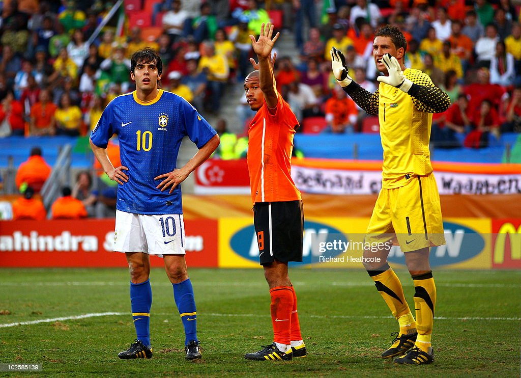 Maarten Stekelenburg (R), Nigel De Jong (C) of the Netherlands and Kaka of Brazil prepare for a corner kick during the 2010 FIFA World Cup South Africa Quarter Final match between Netherlands and Brazil at Nelson Mandela Bay Stadium on July 2, 2010 in Nelson Mandela Bay/Port Elizabeth, South Africa.
