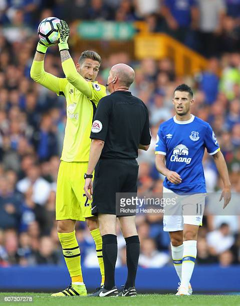 Maarten Stekelenburg of Everton argues with Lee Mason after Alvaro Negredo of Middlesbrough scores his sides first goal during the Premier League...