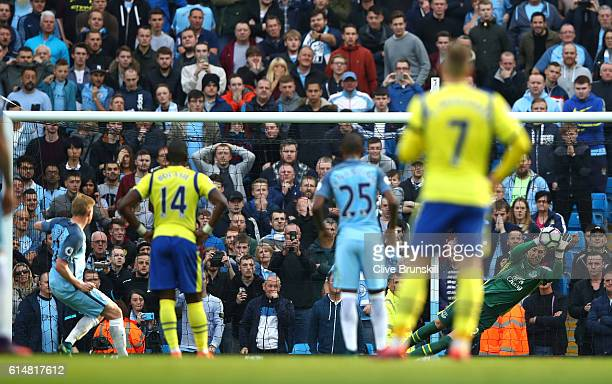 Maarten Stekelenburg of Everton saves Kevin De Bruyne of Manchester City penalty during the Premier League match between Manchester City and Everton...