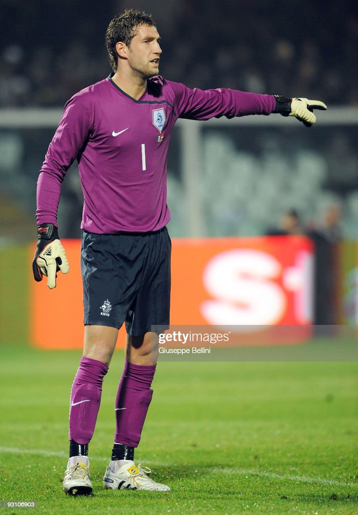 Maarten Stekelenburg of Holland in action during the International Friendly Match between Italy and Holland at Adriatico Stadium on November 14, 2009 in Pescara, Italy.