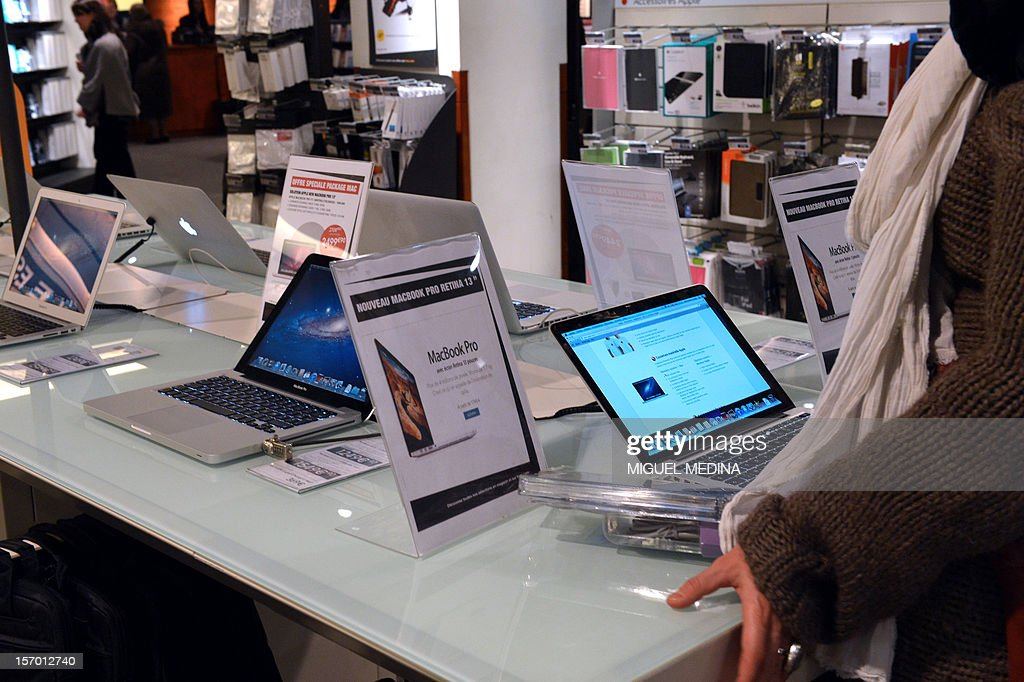 A Mac Book Pro computer is displayed at a FNAC store on November 27, 2012 in Paris.