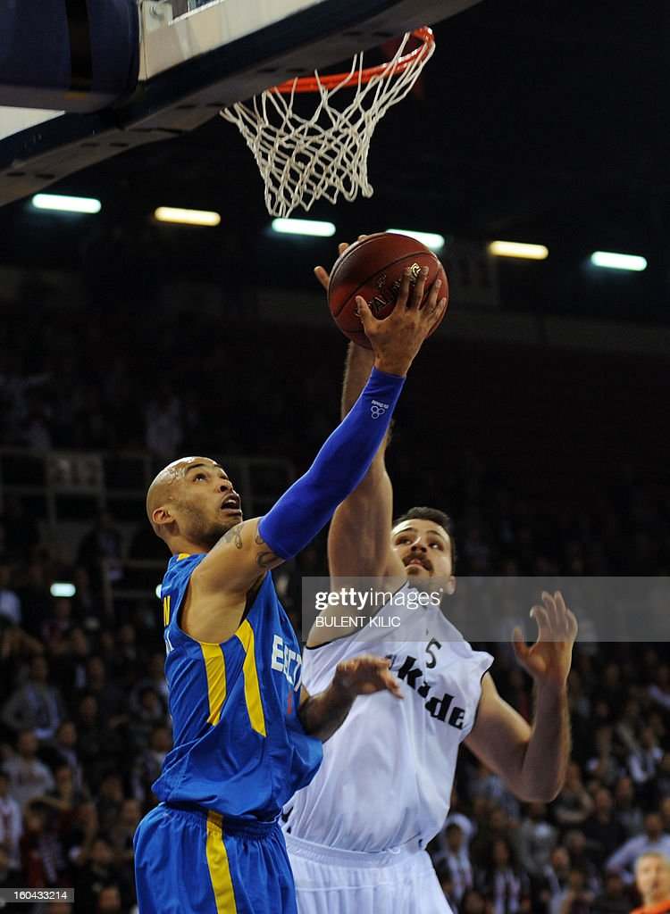 Maccabi Electra Tel Aviv`s Devin Smith (L) vies for the ball with Besiktas`s Cemal Nalga (R) during the Euroleague basketball match between Maccabi Electra Tel Aviv and Besiktas at the Abdi Ipekci Sports Hall in Istanbul on January 31, 2013.