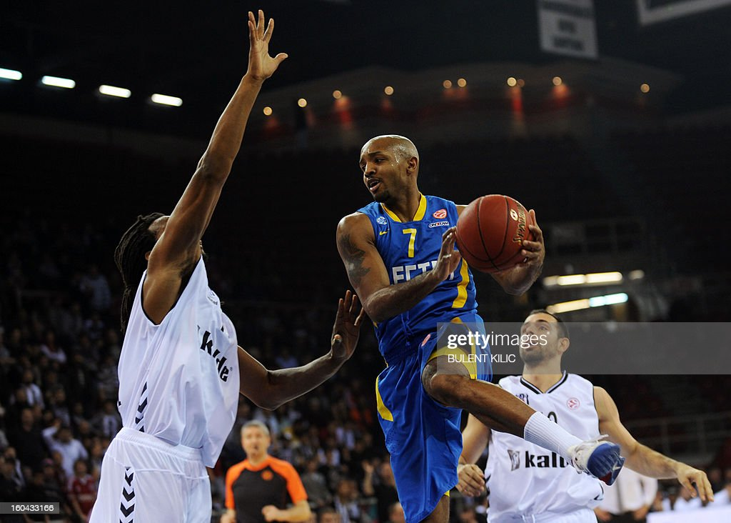 Maccabi Electra Tel Aviv`s Ricky Hickman (C) vies for the ball with Besiktas's Randal Falker (L) during the Euroleague basketball match between Maccabi Electra Tel Aviv and Besiktas at the Abdi Ipekci Sports Hall in Istanbul on January 31, 2013.
