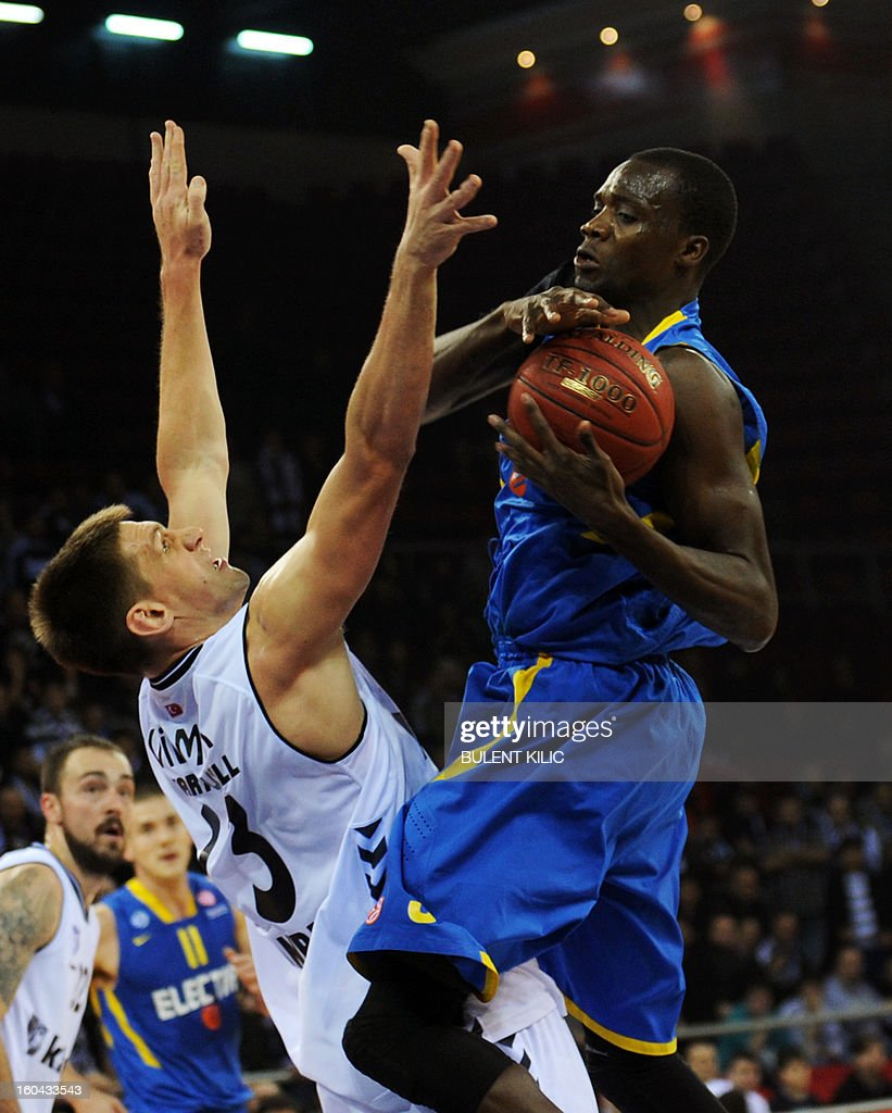 Maccabi Electra Tel Aviv`s Shawn James (R) vies for the ball with Besiktas`s Gasper Vidmar (L) during the Euroleague basketball match between Maccabi Electra Tel Aviv and Besiktas at the Abdi Ipekci Sports Hall in Istanbul on January 31, 2013.