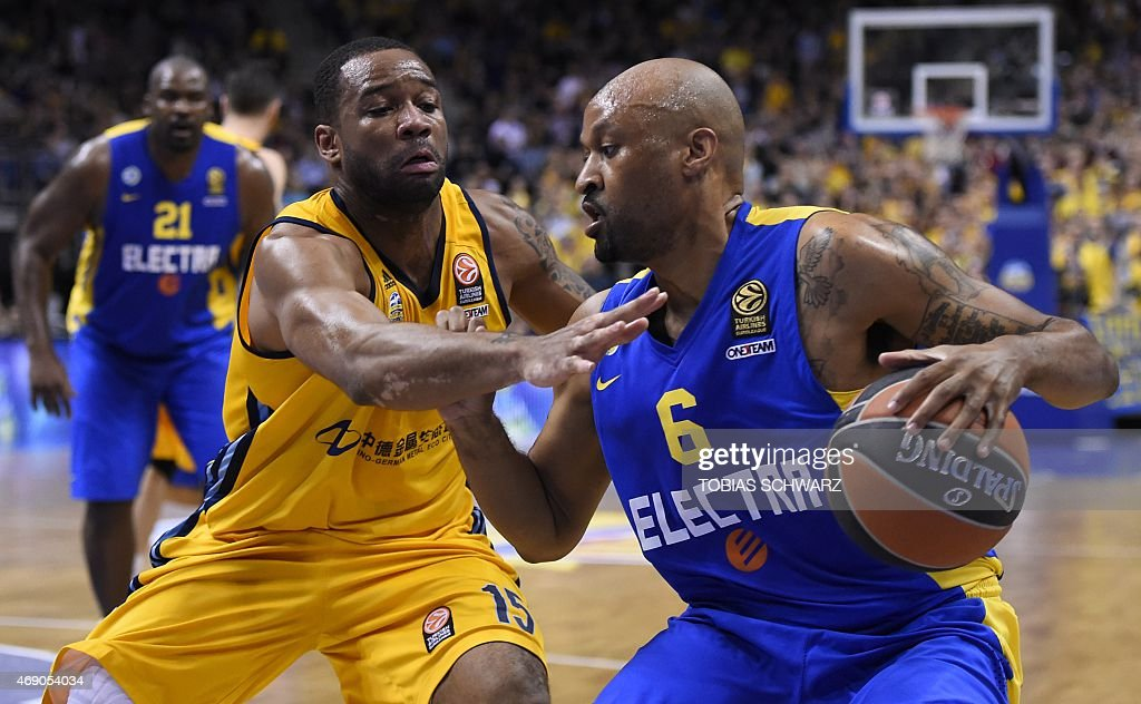 Maccabi Electra Tel Aviv's US guard <a gi-track='captionPersonalityLinkClicked' href=/galleries/search?phrase=Devin+Smith+-+Basketball+Player&family=editorial&specificpeople=13926073 ng-click='$event.stopPropagation()'>Devin Smith</a> (R) and Alba Berlin's US guard Reggie Redding vie for the ball during the Euroleague basketball match Alba Berlin vs Maccabi Tel Aviv at the O2 Arena in Berlin on April 9, 2015.
