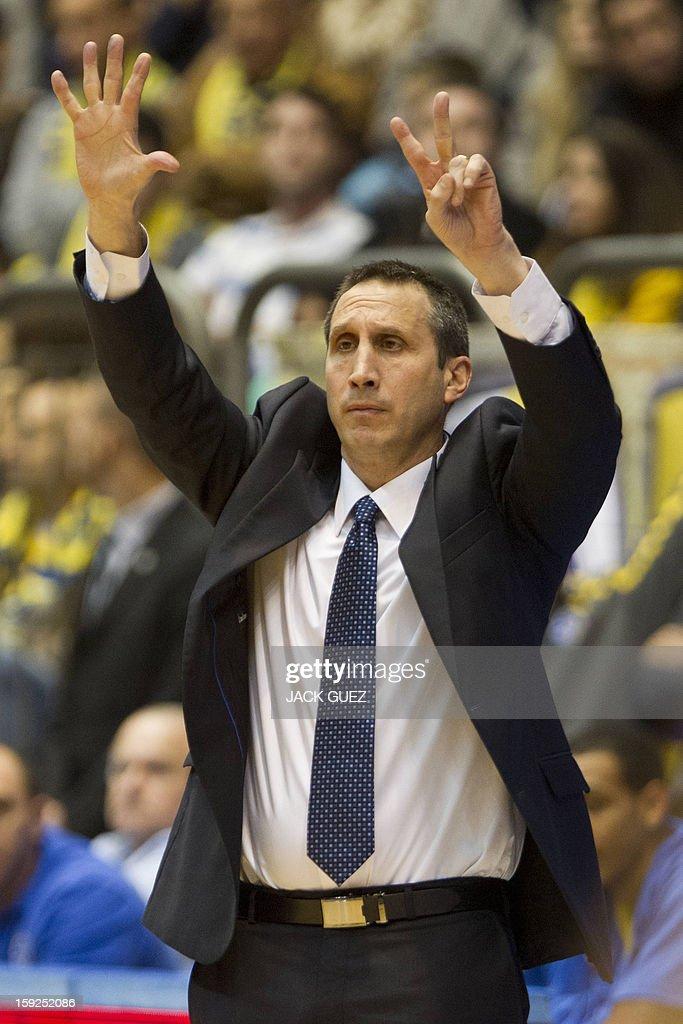 Maccabi Tel Aviv's coach David Blatt gestures to his team during their Euroleague top 16 basketball match against Fenerbahce Ulker on January 10, 2013, at the Nokia stadium in the Mediterranean coastal city of Tel Aviv.