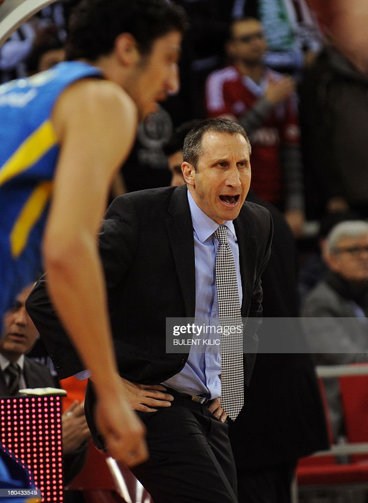 Maccabi Tel Aviv's head coach David Blatt (C) reacts during the Euroleague basketball match between Maccabi Electra Tel Aviv and Besiktas at the Abdi Ipekci Sports Hall in Istanbul on January 31, 2013.