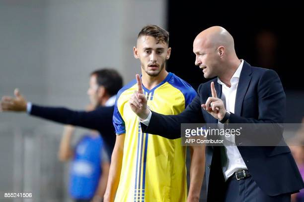 Maccabi's Dutch manager Jordi Cruyff talks to Maccabi's Israeli midfielder Omer Atzili during the UEFA Europa League Group A football match between...