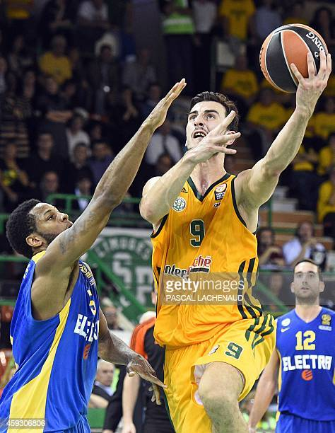 Maccabi's Marquez Haynes vies with Limoges' Leo Westermann during the Euroleague basketball match Limoges CSP vs TelAviv at the Beaublanc stadium on...