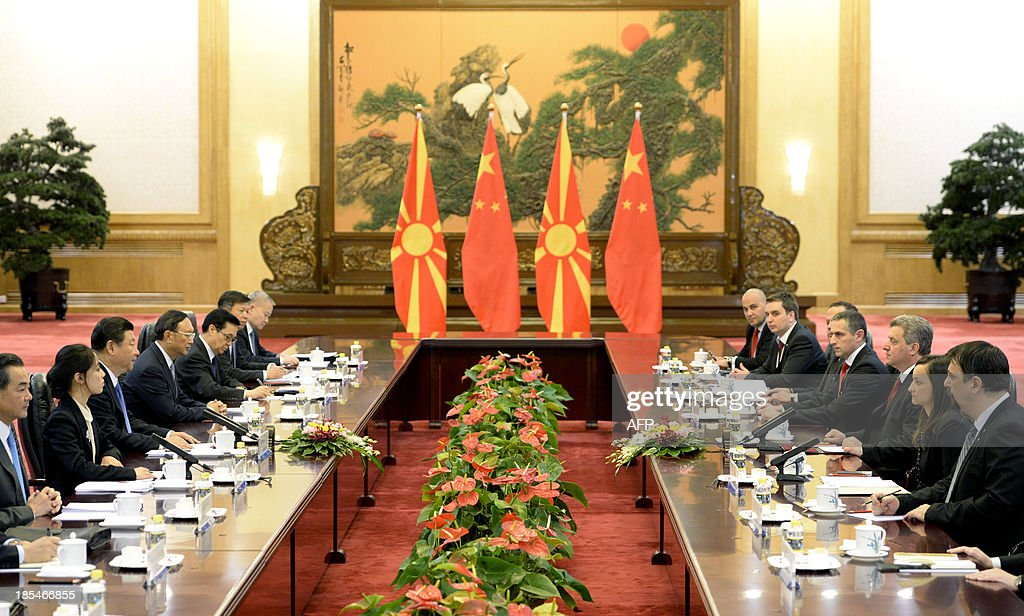 Macedonian President Gjorge Ivanov (3rd R) talks with Chinese Chinese President Xi Jinping (3rd L) during a meeting at the Great Hall of the People in Beijing on October 21, 2013.