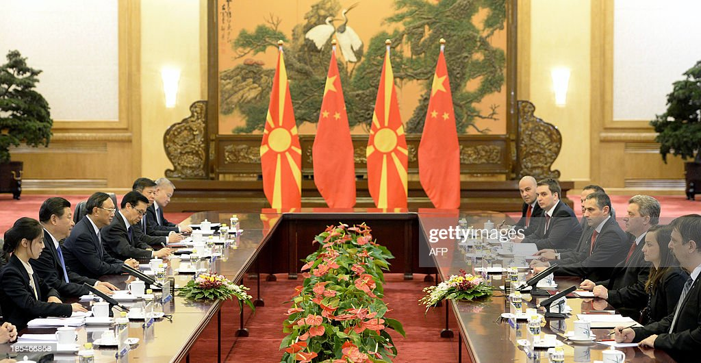 Macedonian President Gjorge Ivanov (3rd R) talks with Chinese President Xi Jinping (2nd L) during a meeting at the Great Hall of the People in Beijing on October 21, 2013.