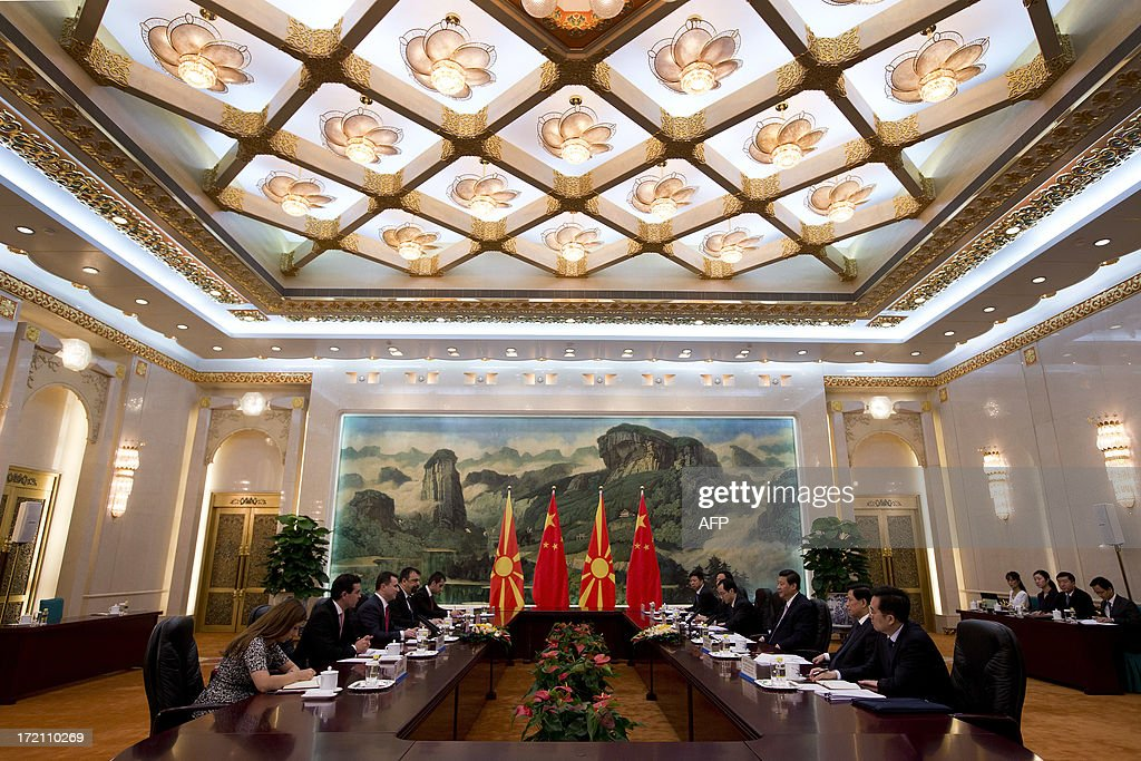 Macedonian Prime Minister Nikola Gruevski (3rd L) and Chinese President Xi Jinping (3rd R) attend a meeting at the Great Hall of the People in Beijing on July 2, 2013. Gruevski will also meet representatives of Chinese companies while on his official visit as he seeks to attract Chinese investments in Macedonia. AFP PHOTO / Andy Wong / POOL