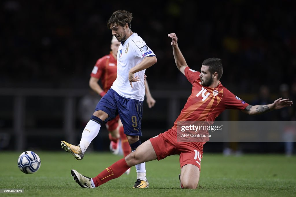 Macedonia's defender Darko Velkoski (R) tackles Italy's midfielder Simone Verdi during the FIFA World Cup 2018 qualification football match between Italy and Macedonia on October 6, 2017 at the Grande Torino Stadium in Turin. /
