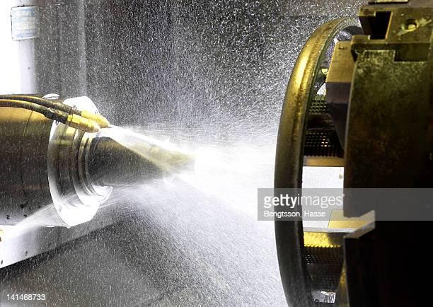 Machine splashing water