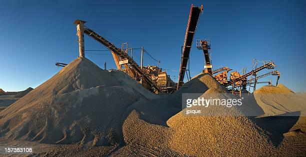Machines, de graviers et de sable, II