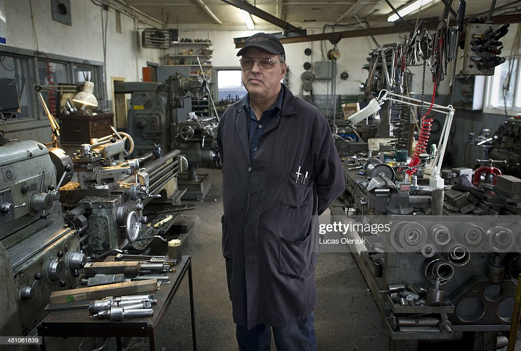 Machinist Maurice Mercier faces expatriation as a result of the town's plan to relocate many of the business that were affected by the derailment in Lac-Mégantic.