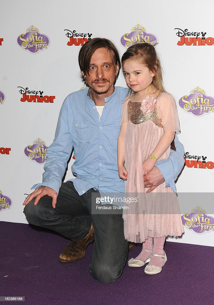 <a gi-track='captionPersonalityLinkClicked' href=/galleries/search?phrase=Mackenzie+Crook&family=editorial&specificpeople=213085 ng-click='$event.stopPropagation()'>Mackenzie Crook</a> attends the launch screening of Sofia the First at May Fair Hotel on February 22, 2013 in London, England.