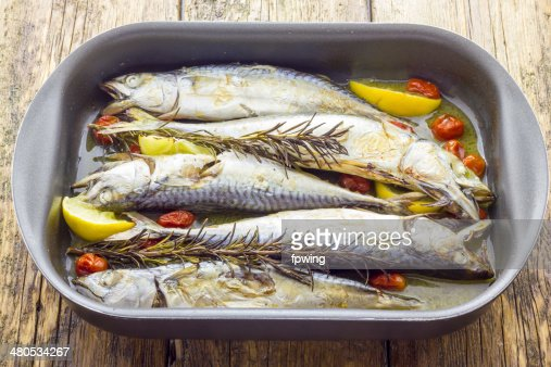 Mackerel baked with tomatoes : Stockfoto