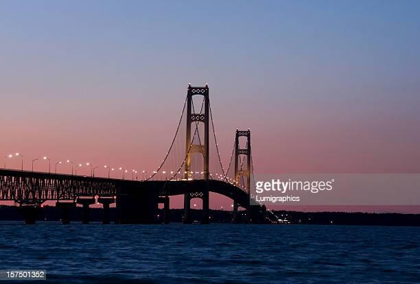 Ponte Mackinac pôr do sol