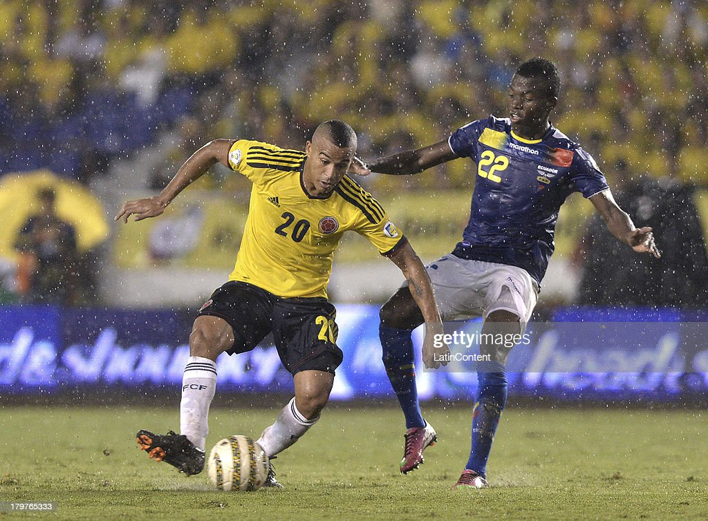 Macnely Torres (L) of Colombia struggles for the ball with Enner Valencia (R) of Ecuador during a match between Colombia and Ecuador as part of the 15th round of the South American Qualifiers at Metropolitano Roberto Melendez Stadium on September 06, 2013 in Barranquilla, Colombia.