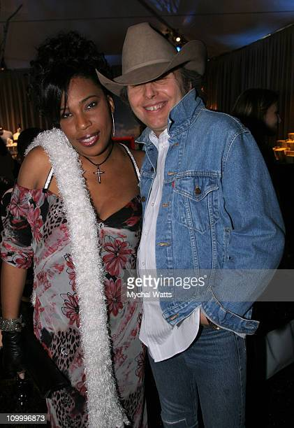 Macy Gray and Dwight Yoakam during Film Independent's 2006 Independent Spirit Awards On 3 Productions in Santa Monica California United States