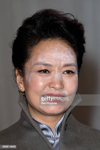 Madame Peng Liyuan arrives at the Lord Mayors banquet at The Guildhall on October 21 2015 in London England The President of the People's Republic of...