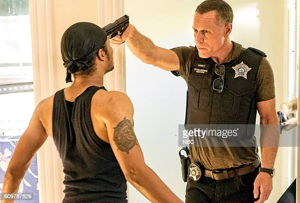D 'Made a Wrong Turn' Episode 402 Pictured Jason Beghe as Hank Voight
