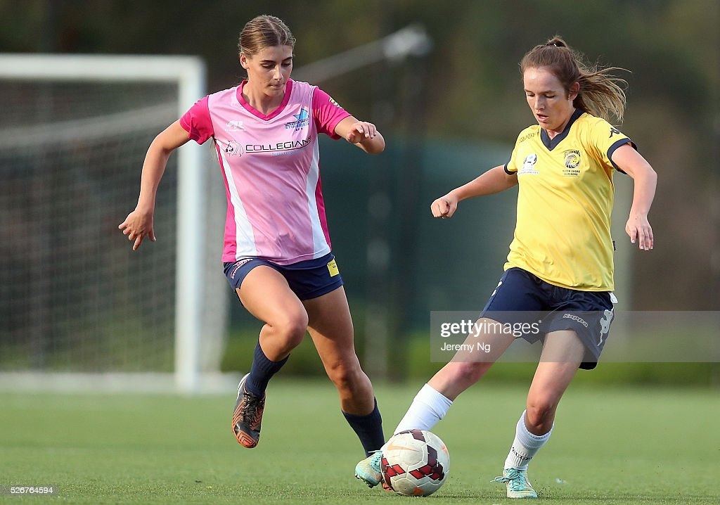 Madeleine Bart of the Mariners and Katelyn Leadbetter challenge for the ball during the NPL 1 NSW Womens match between North Shore Mariners and Illawarra Stingrays at Northbridge Oval on May 1, 2016 in Sydney, Australia.