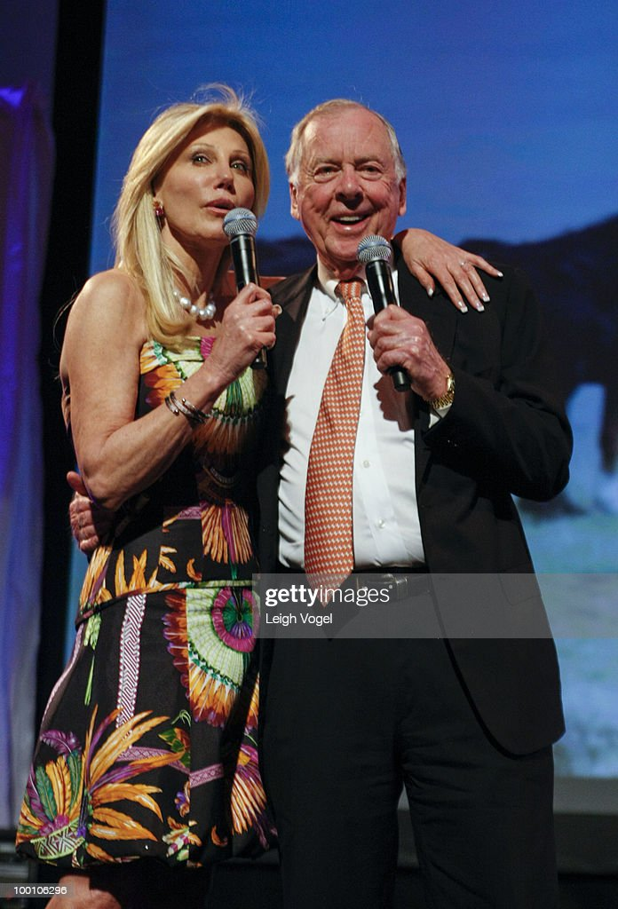 Madeleine Pickens and T. Boone Pickens attends a Celebration of America's Heritage at the National Museum of the American Indian on May 20, 2010 in Washington, DC.