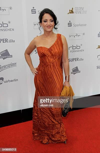 Madeleine Wehle auf dem Roten Teppich anlässlich der Verleihung der Goldenen Henne 2012 in Berlin