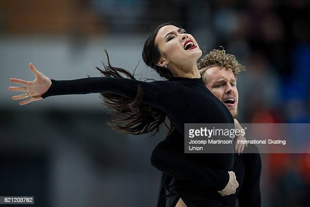 Madison Chock and Evan Bates of the United States compete during Ice Dance Free Dance on day two of the Rostelecom Cup ISU Grand Prix of Figure...